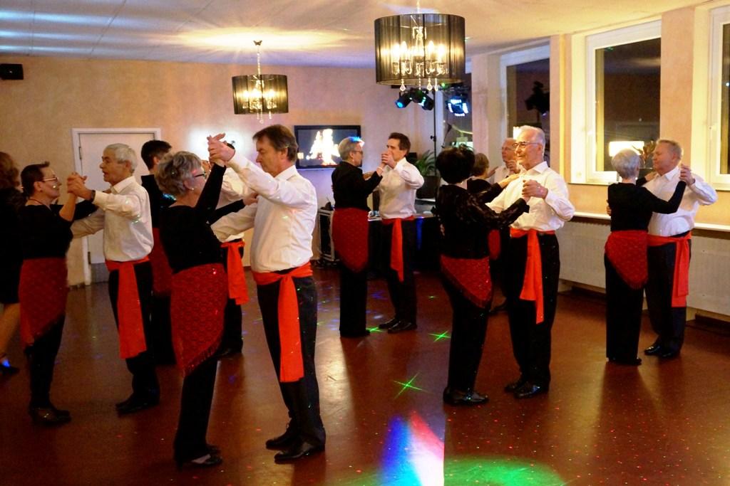 Tanzsportclub TSC Schwarz-Gold-Giesen e.V. - Auftritt Montagsgruppe mit PasoDoble