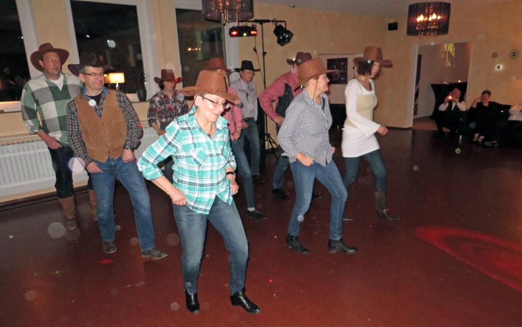 Tanzsportclub TSC Schwarz-Gold-Giesen e.V. - 30-Jahr-Feier - Auftritt Donnerstagsgruppe