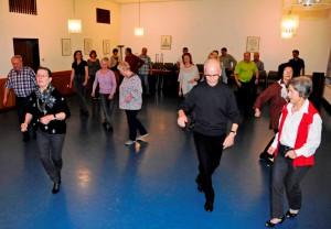 Tanzsportclub TSC Schwarz-Gold-Giesen e.V. tanzt Samba-Beat beim geselligen Tanzabend.