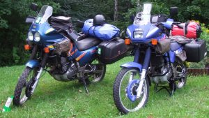 TSC Giesen - Fuer Reise gepackte Motorraeder - Foto Konrad Moellering