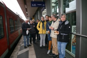 TSC-Ausflug am 11.11.2017. Warten auf den Zug.