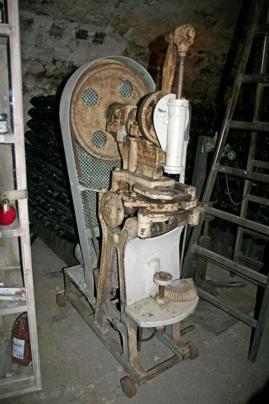 TSC-Ausflug - Verkorkungsmaschine in Sektkellerei