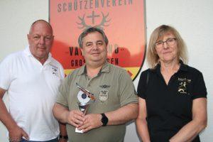 2019-06-21 Siegerehrung Dorfpokalschießen Giesen 2019 - v.l. Peter Frommann, Ralf Uhlig, Iris Frommann