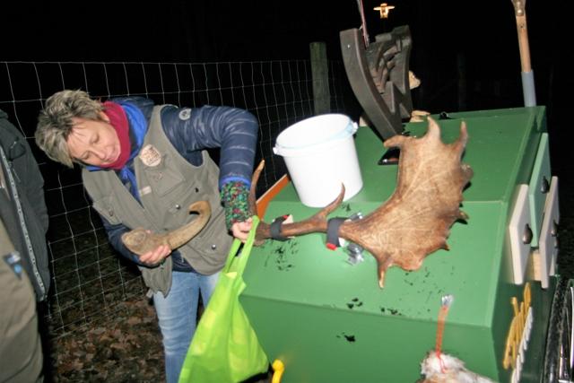 TSC Wildgatterfuehrung am 15.12.2016 - Scout Sabine Herzog und die Geheimnisse des Wildgatterkarrens