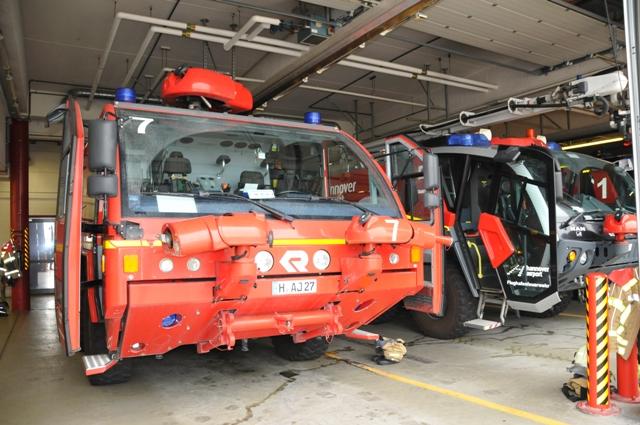 TSC-Flughafenbesichtigung 2016 - Beeindruckend diese Fahrzeuge - Foto: Werner Haeder