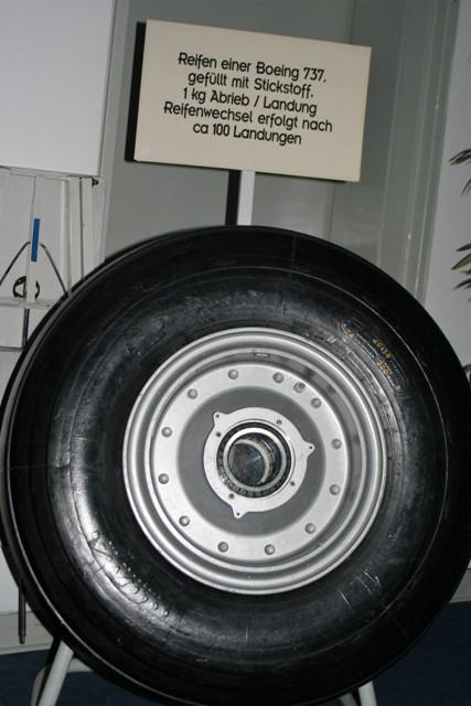 TSC Flughafenbesichtigung 2016 - Reifen einer Boing 727