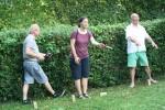 TSC-Sommerfest 2016 - Taenzer beim Wikinger-Spiel - Bloss richtig werfen.....